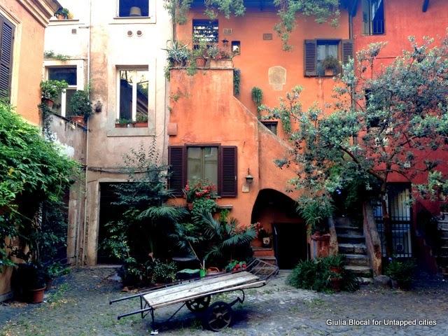 arco degli acetari hidden courtyard campo de' fiori Rome italy