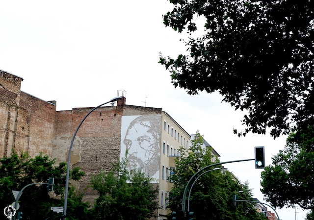 Vhils in Berlin street art