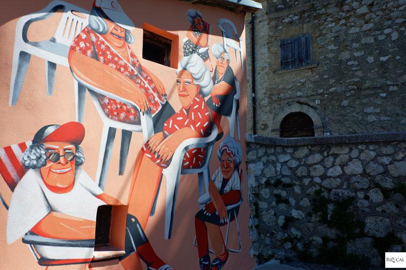 Marina Capdevila mural Aielli Borgo Universo