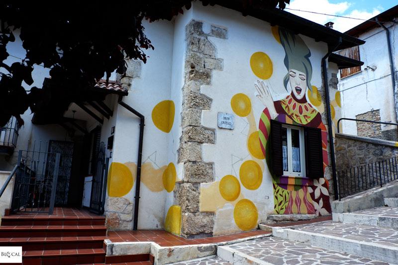 Emanuela Esposito Valeria Iozzi Borgo Universo mural Aielli street art Italy